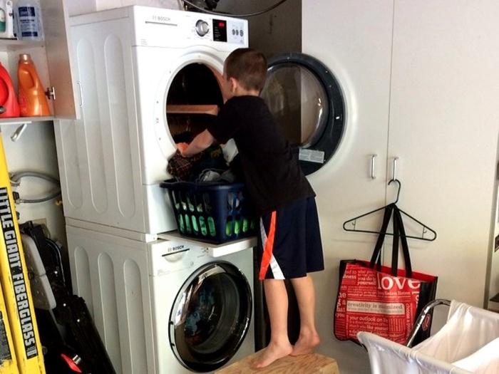 1-they-make-their-kids-do-chores_jpg_700x525_q95